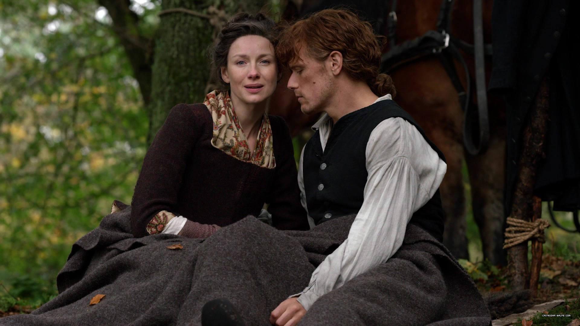 Photos: Outlander 4×01 HD Episode Screencaps