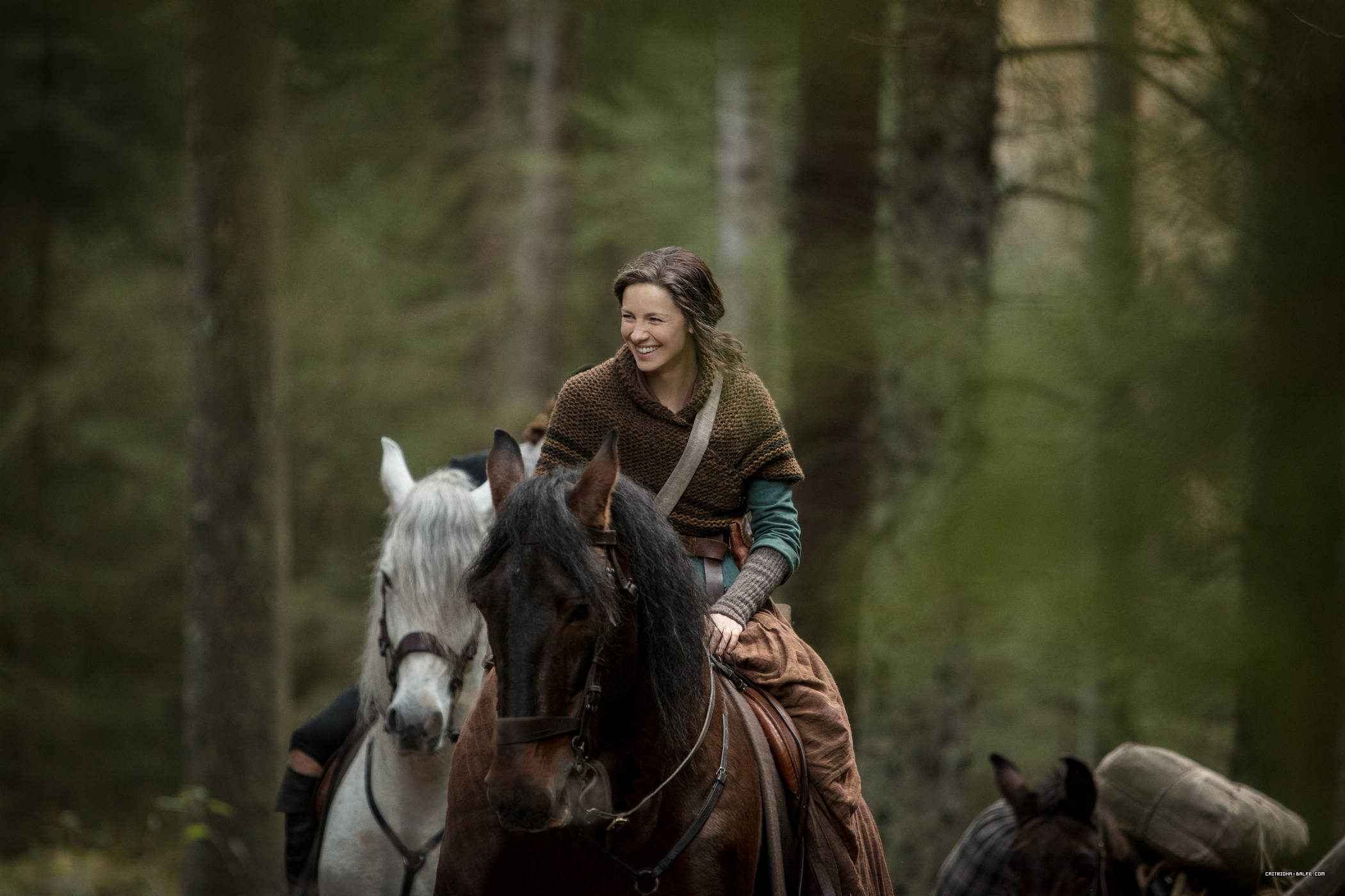 Photos: 'Outlander' Season 4 Stills + Behind the Scenes